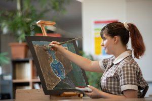 Monterey student in art class